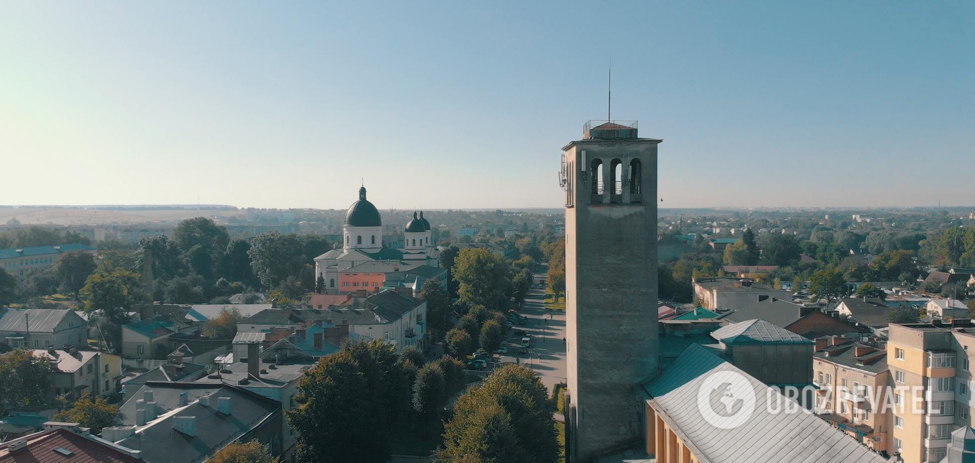 В Сокале вы найдете работы известного скульптора Григория Кузневича, который присоединился к отделке фасада львовского вокзала