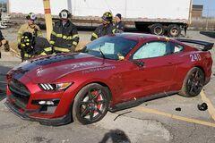 Пожарные сознательно уничтожили новый Ford Mustang Shelby GT500