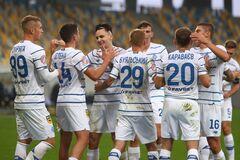 Футболисты 'Динамо' празднуют гол