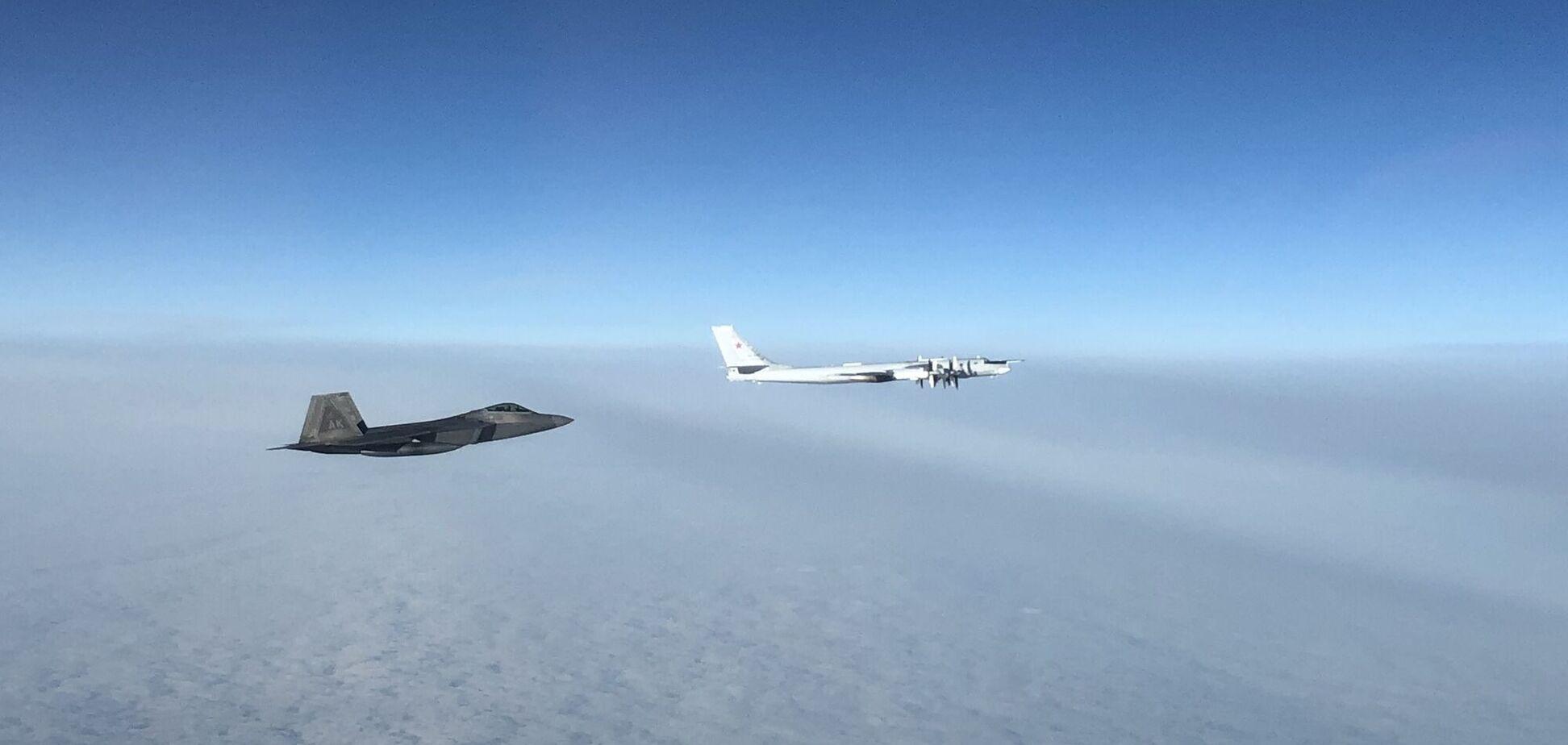 Истребитель США перехватил российские самолеты