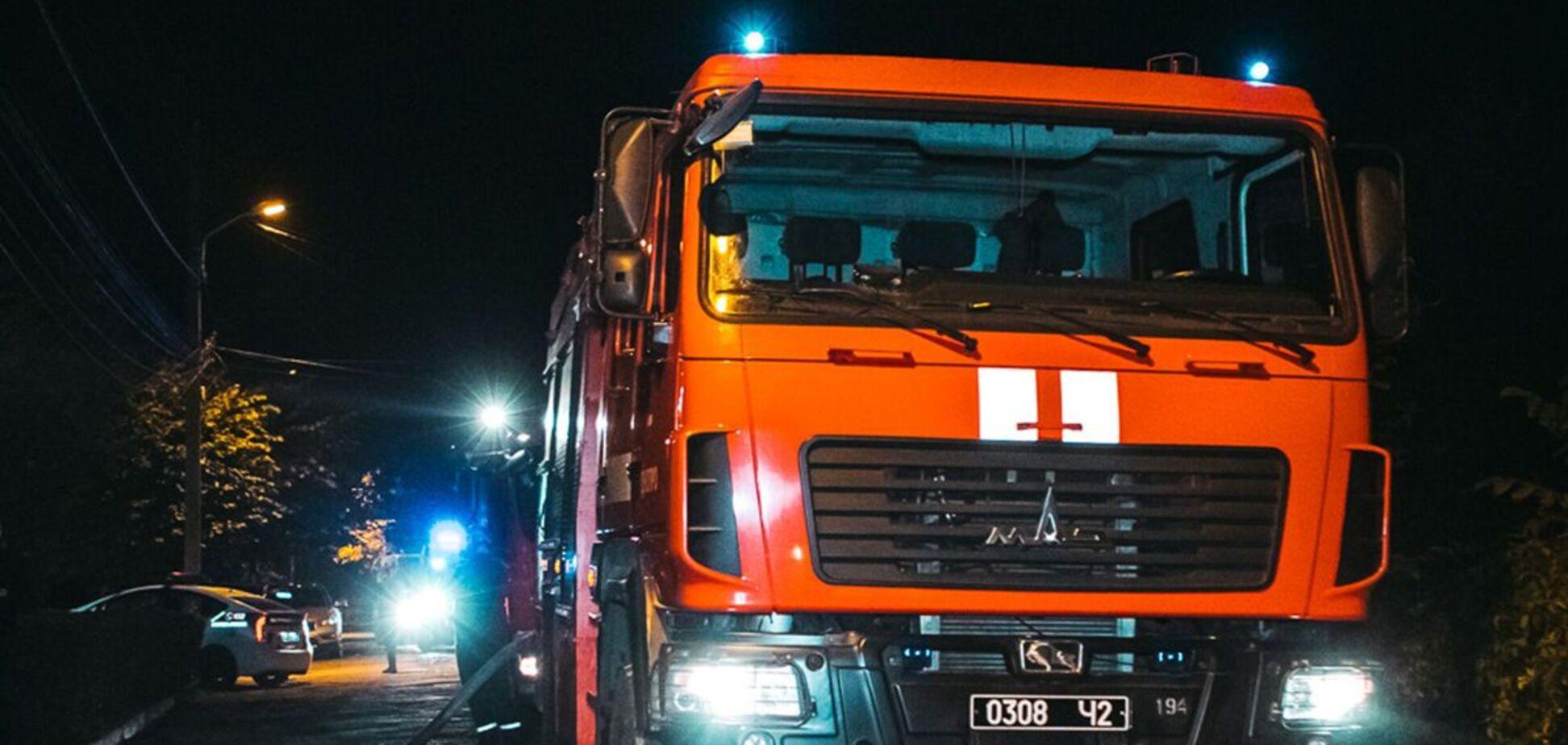 В Днепре из горящего дома пожарные спасли троих детей