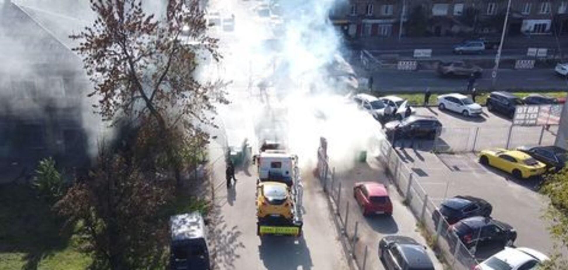В Киеве радикалы заблокировали работу эвакуаторов