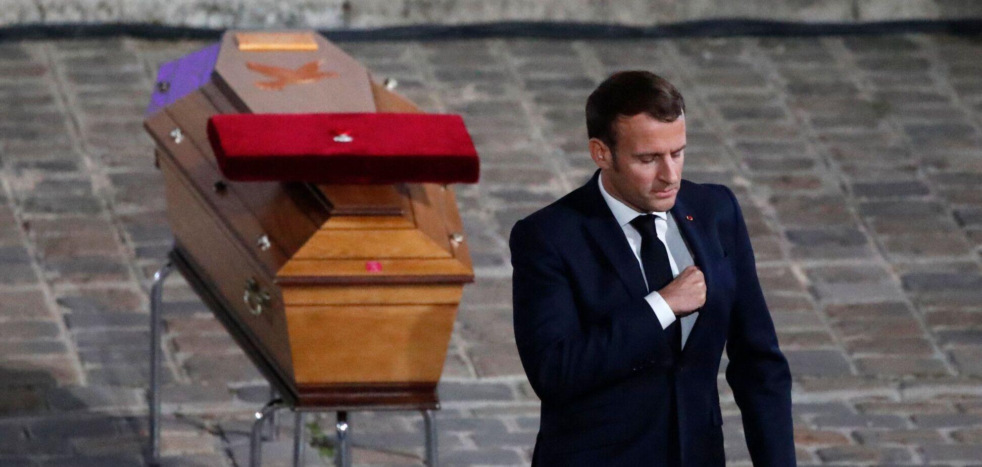 Еммануель Макрон на церемонії прощання із Самюелем Паті