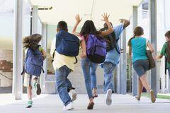 Сергей Шкарлет рассказал, восстановится ли обучение в школах после каникул