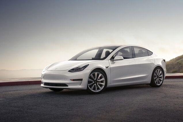 Tesla нарешті визнала один із найдивніших дефектів у її автомобілях