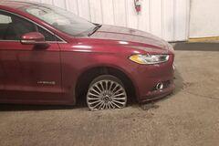 Последствия буксировки автомобиля в режиме паркинга показали на фото