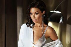 Полина Логунова снялась в латексе и прозрачном белье для обложки журнала