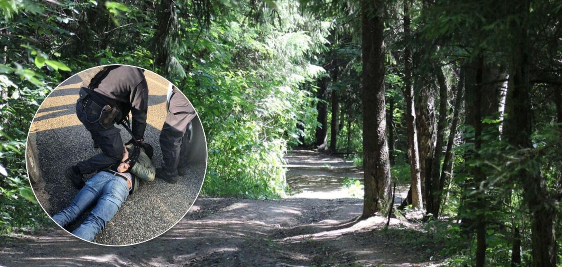 Трое мужчин вывезли прохожего в лес, раздели и избили до смерти
