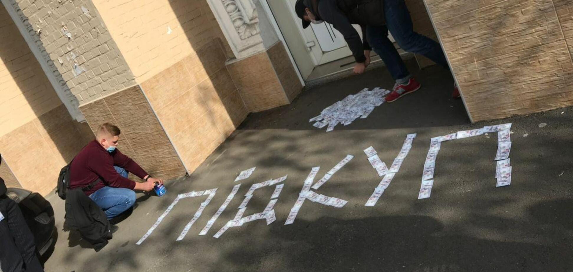 Активисты заблокировали офисы 'Єдності', чтобы помешать подкупу избирателей
