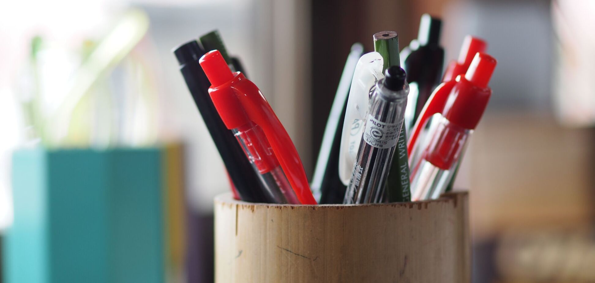Первые шариковые ручки были произведены по заказу ВВС Великобритании