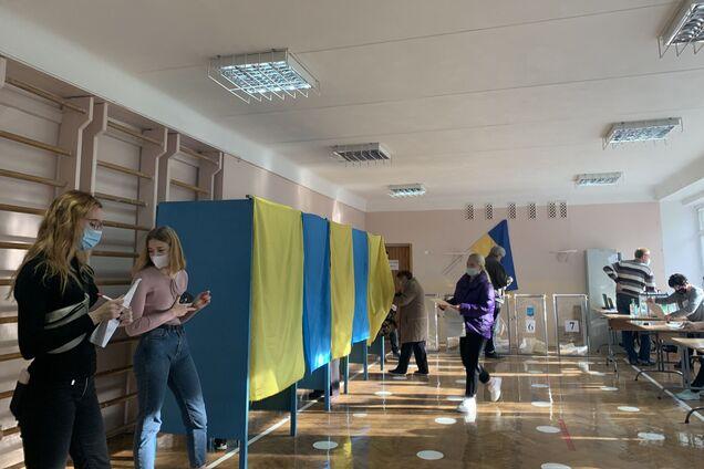 Явка избирателей, по данным 'Слуги народа', составила 16%