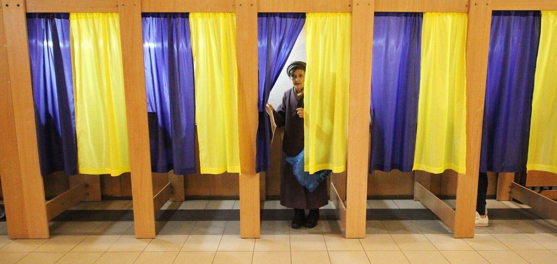 В Харькове люди не смогли проголосовать из-за сломанных кабинок