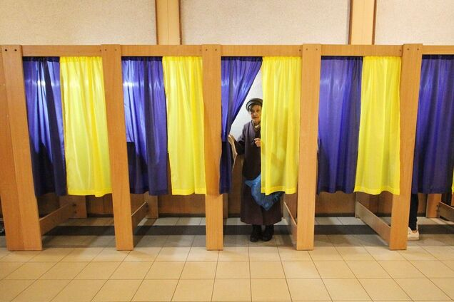 У Харкові люди не змогли проголосувати через зламані кабінки