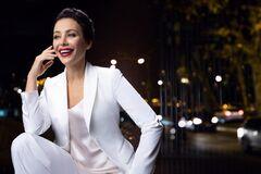 46-летняя российская актриса Волкова разделась на камеру в центре Парижа. Фото