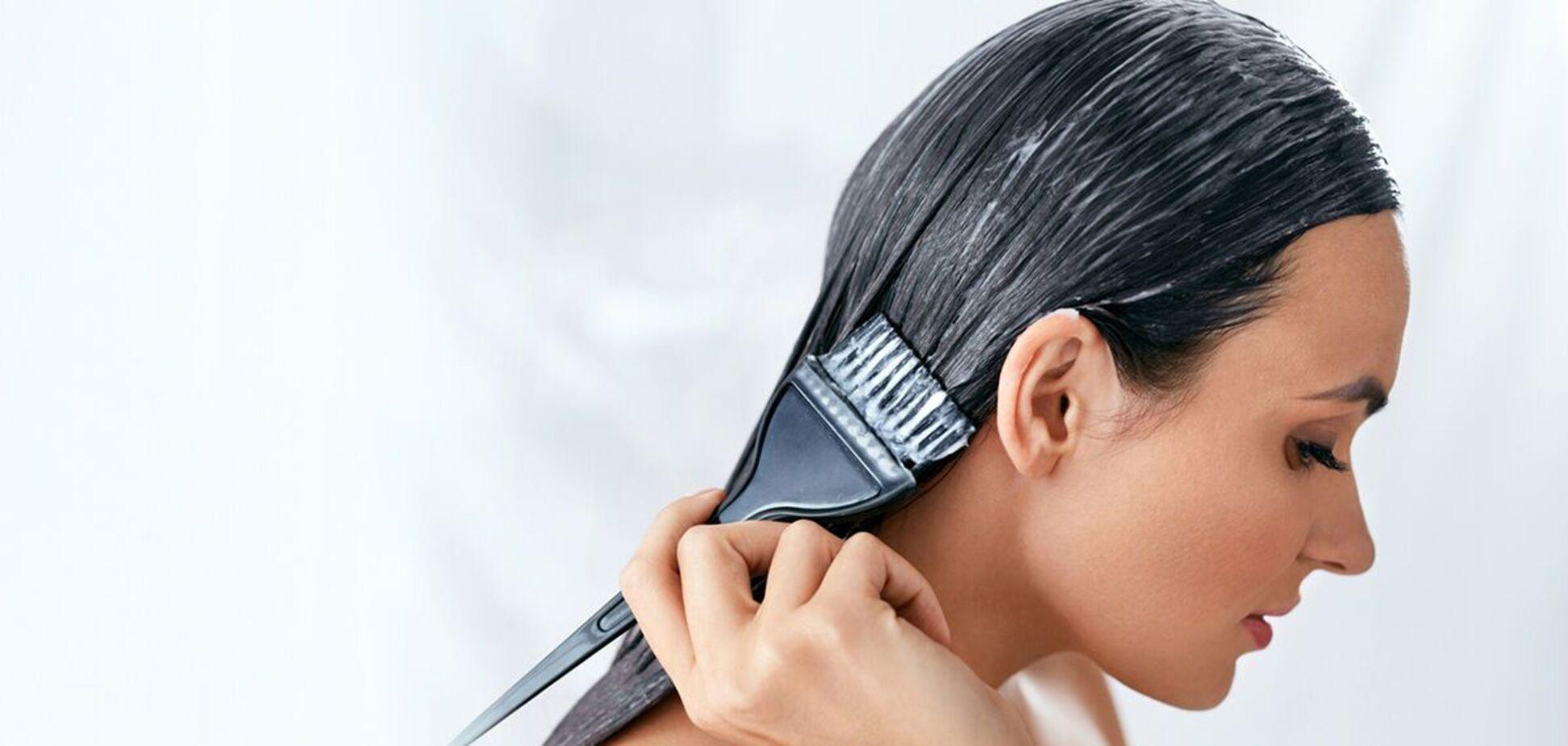 Девушка показала фото 'сожженной' кожи головы после окрашивания волос дома