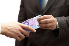 На Киевщине задержали мужчину, который платил избирателям за голоса