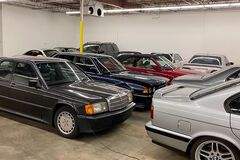 Блогер нашел гараж мечты с четырьмя десятками культовых Mercedes и BMW