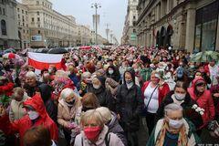 Лукашенко назвал протестующих 'обезумевшей толпой'