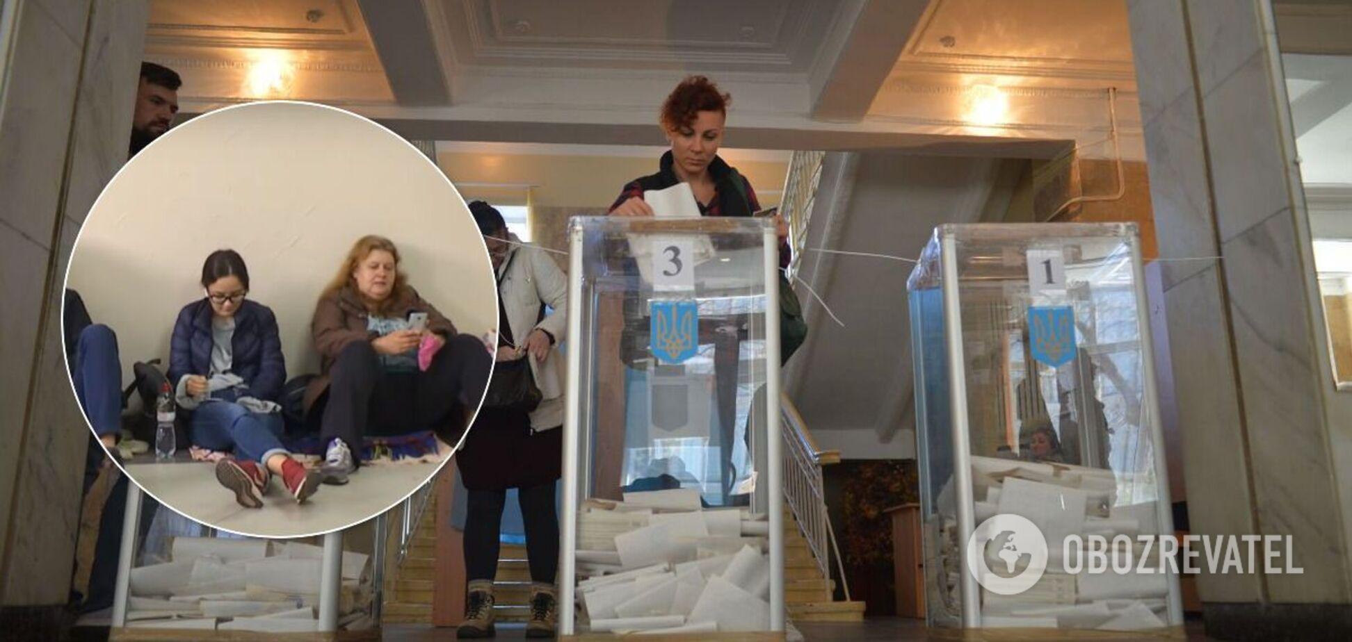 В Одессе люди спали на полу в ТИК: протоколы сдают уже второй день. Видео