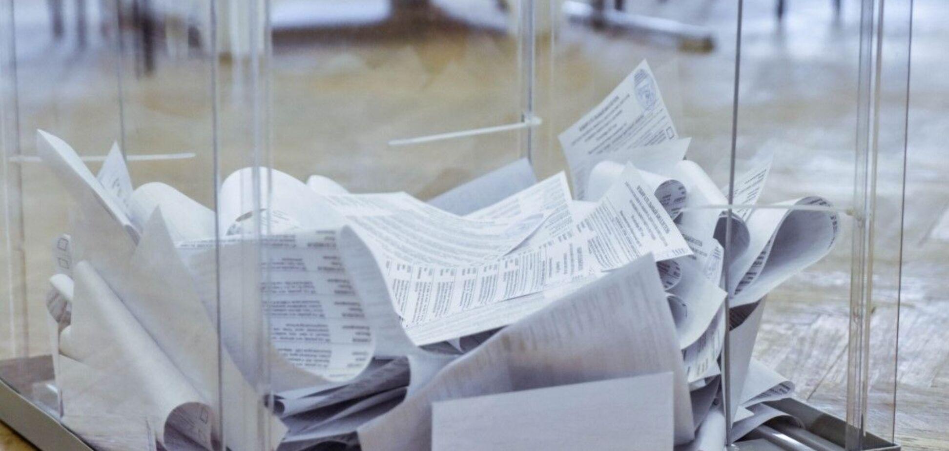 В Днепре неизвестный пытался стащить мешок с бюллетенями