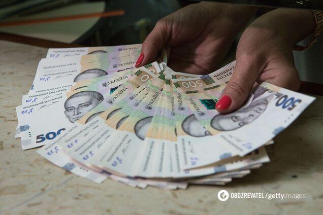 Мінфін захотів контролювати гроші лікарів в Україні