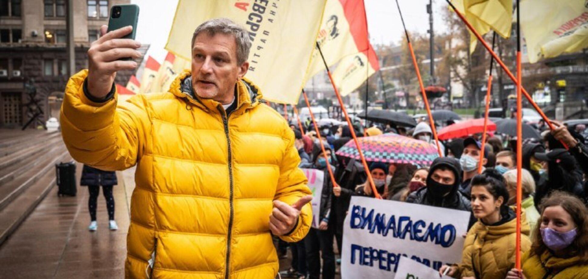Андрій Пальчевський разом з прихильниками вимагає перевиборів під стінами КМДА
