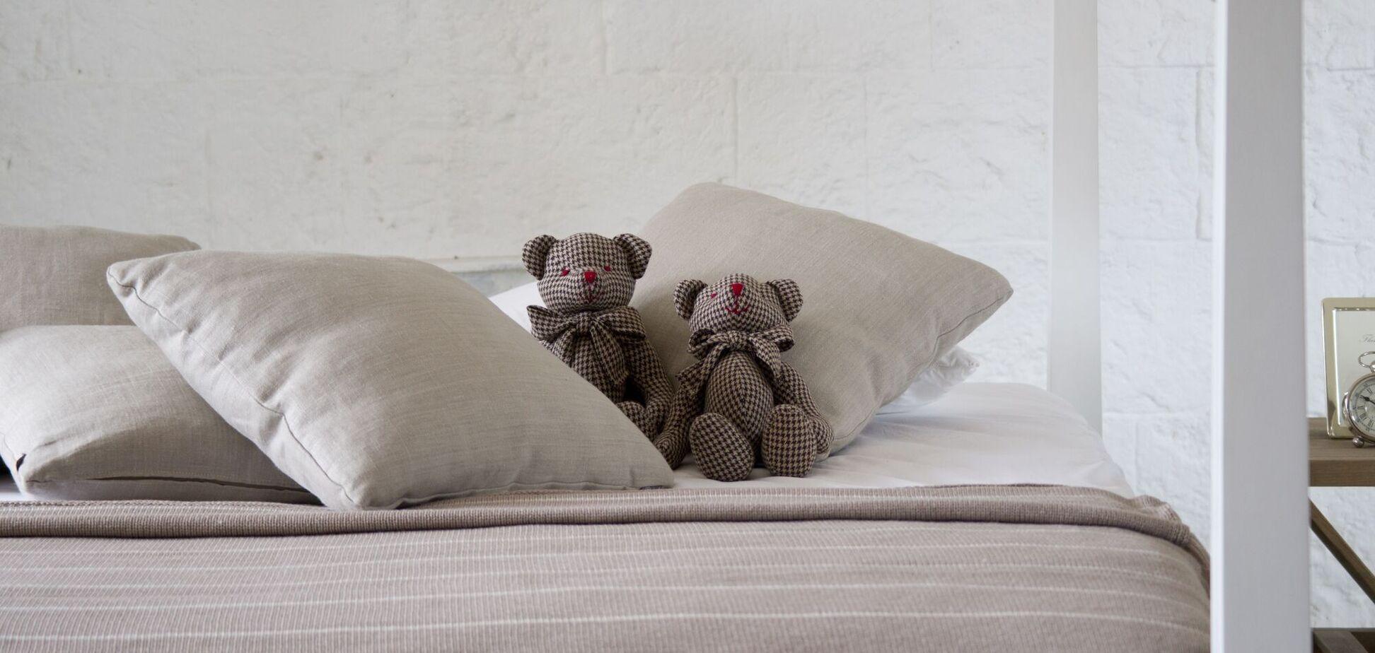 Кровать является идеальным местом для размножения бесчисленного количества бактерий