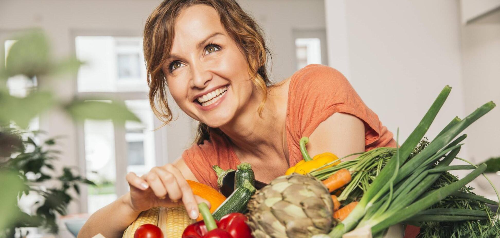 Названы самые полезные продукты для женщин после 40 лет