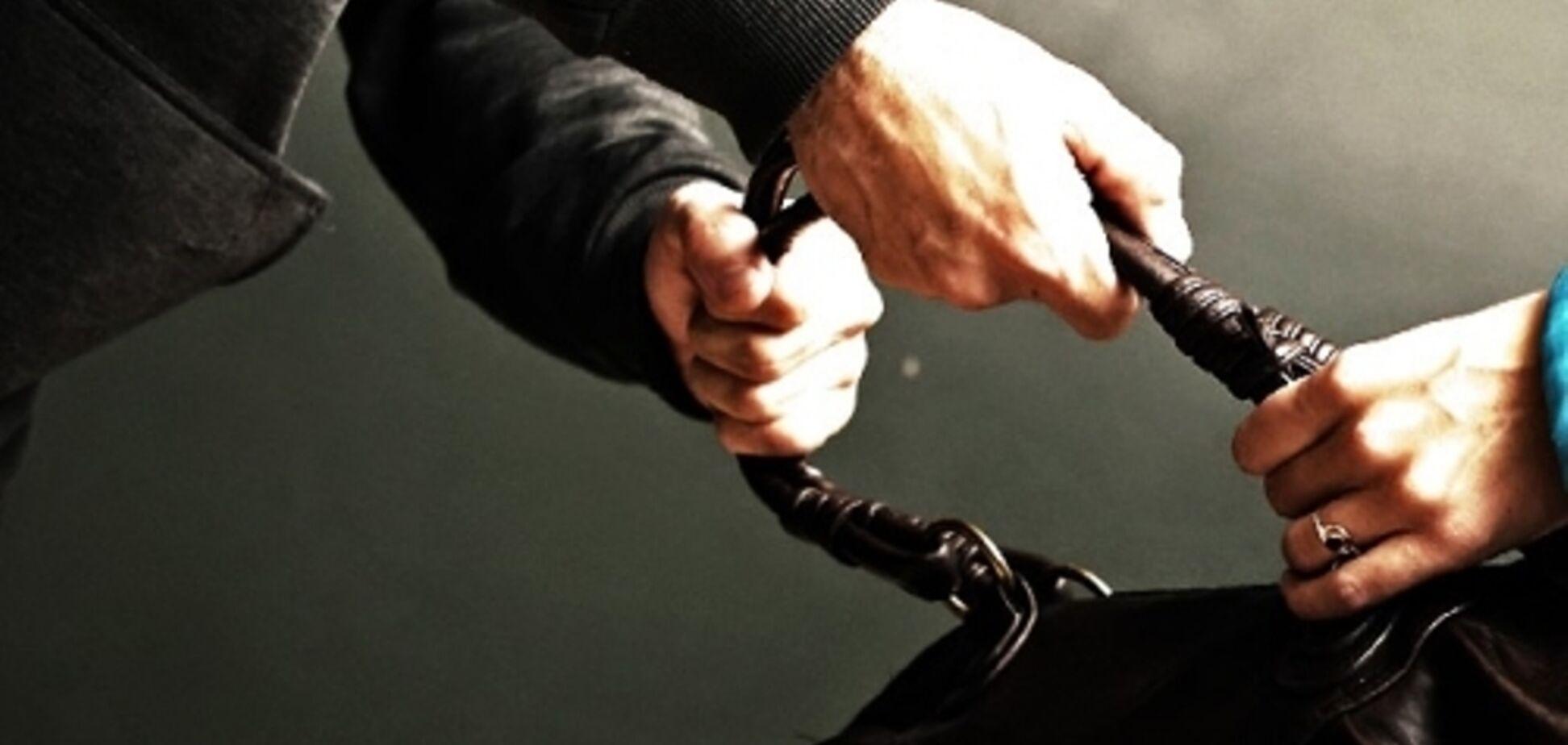 У Кривому Розі пограбували жінку-листоношу, яка розносила пенсії