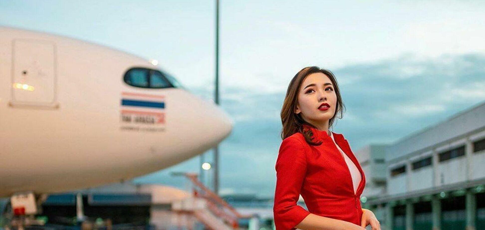 Як виглядає найкрасивіша стюардеса в світі