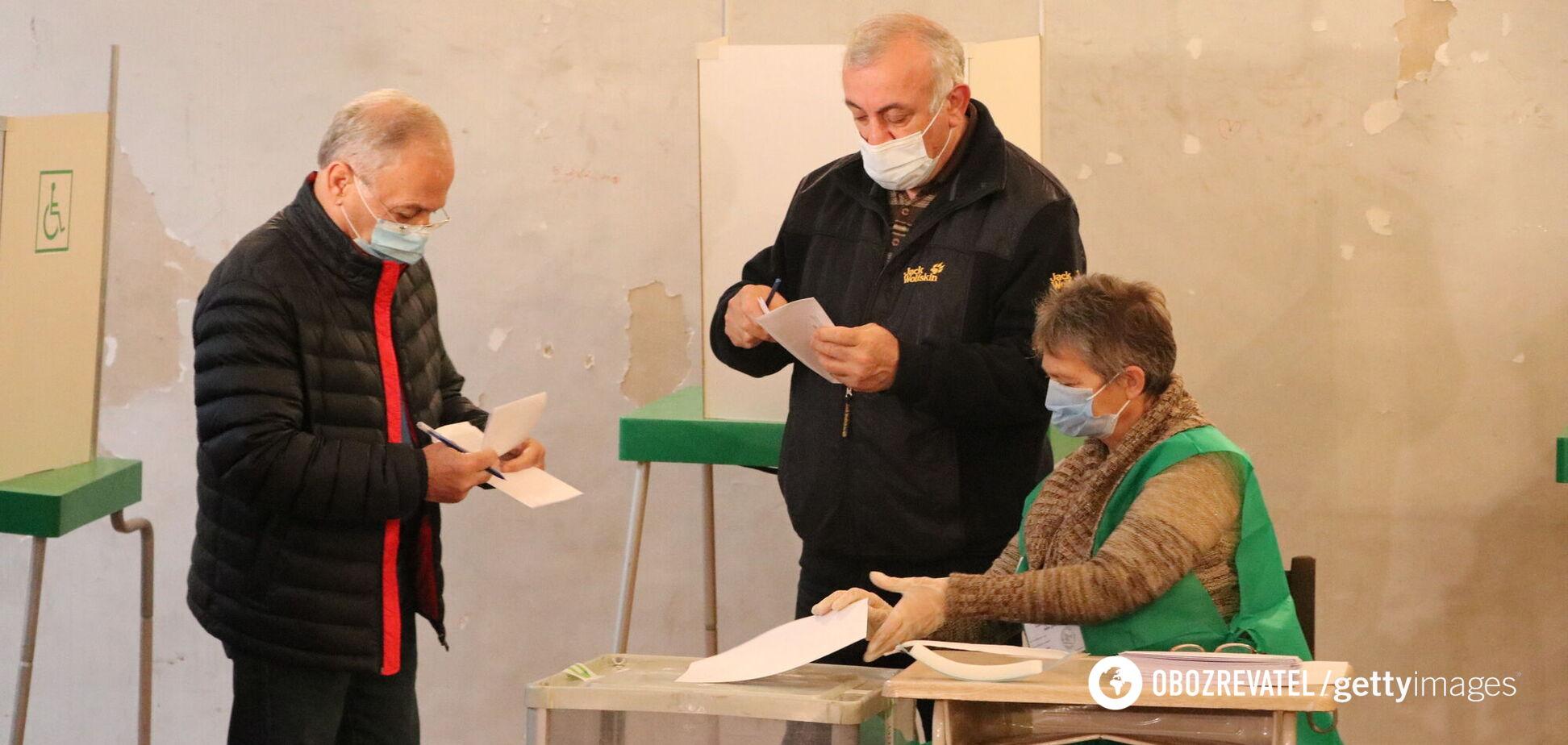 На выборах гражданам Грузии предстоит сделать выбор между 48 партиями и 2 блоками