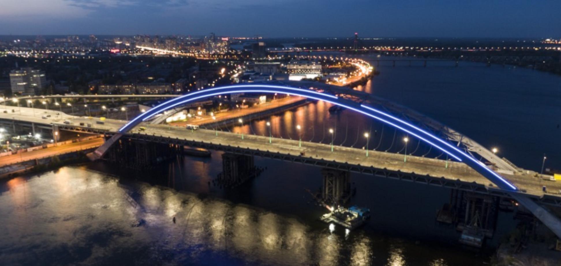 Кличко 'зажег' Подольско-Воскресенский мостовой переход. Фото и видео