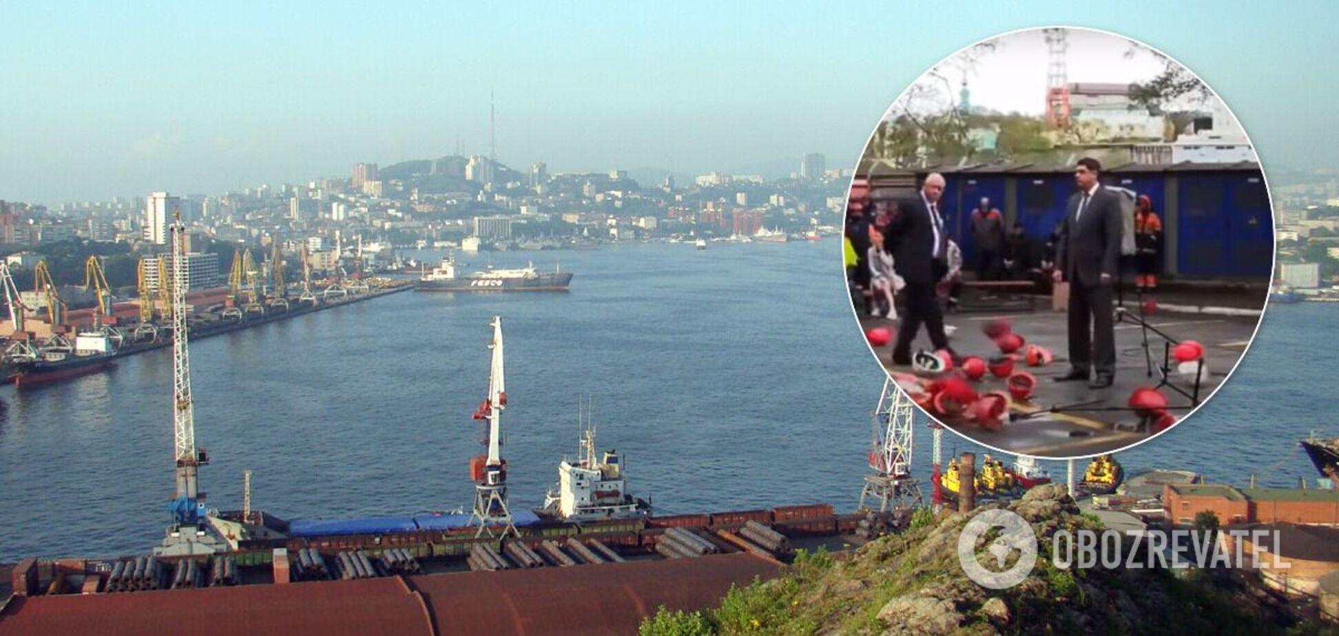 У порту Владивостока докери закидали касками своє начальство