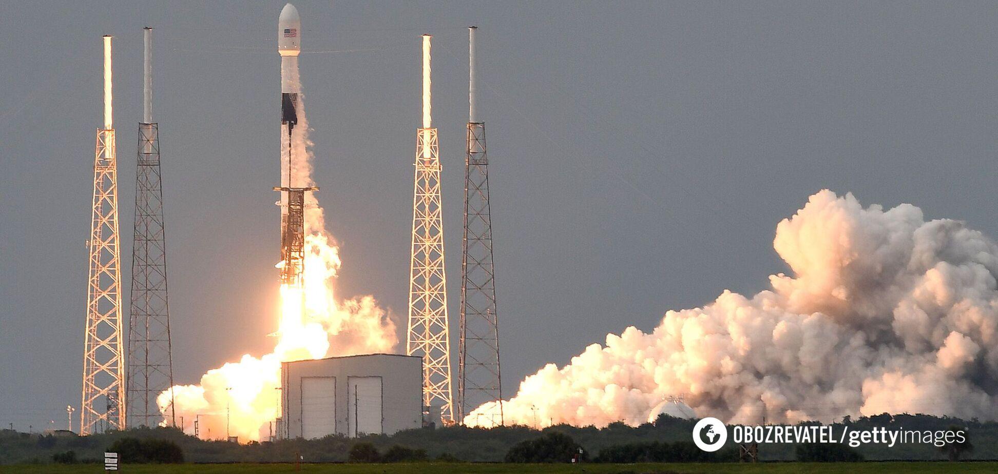 Илон Маск с шестого раза запустил ракету Falcon 9 со спутниками. Видео