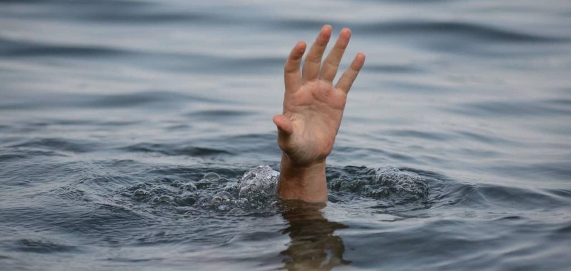 На Днепропетровщине из реки выловили тело женщины. Фото 18+
