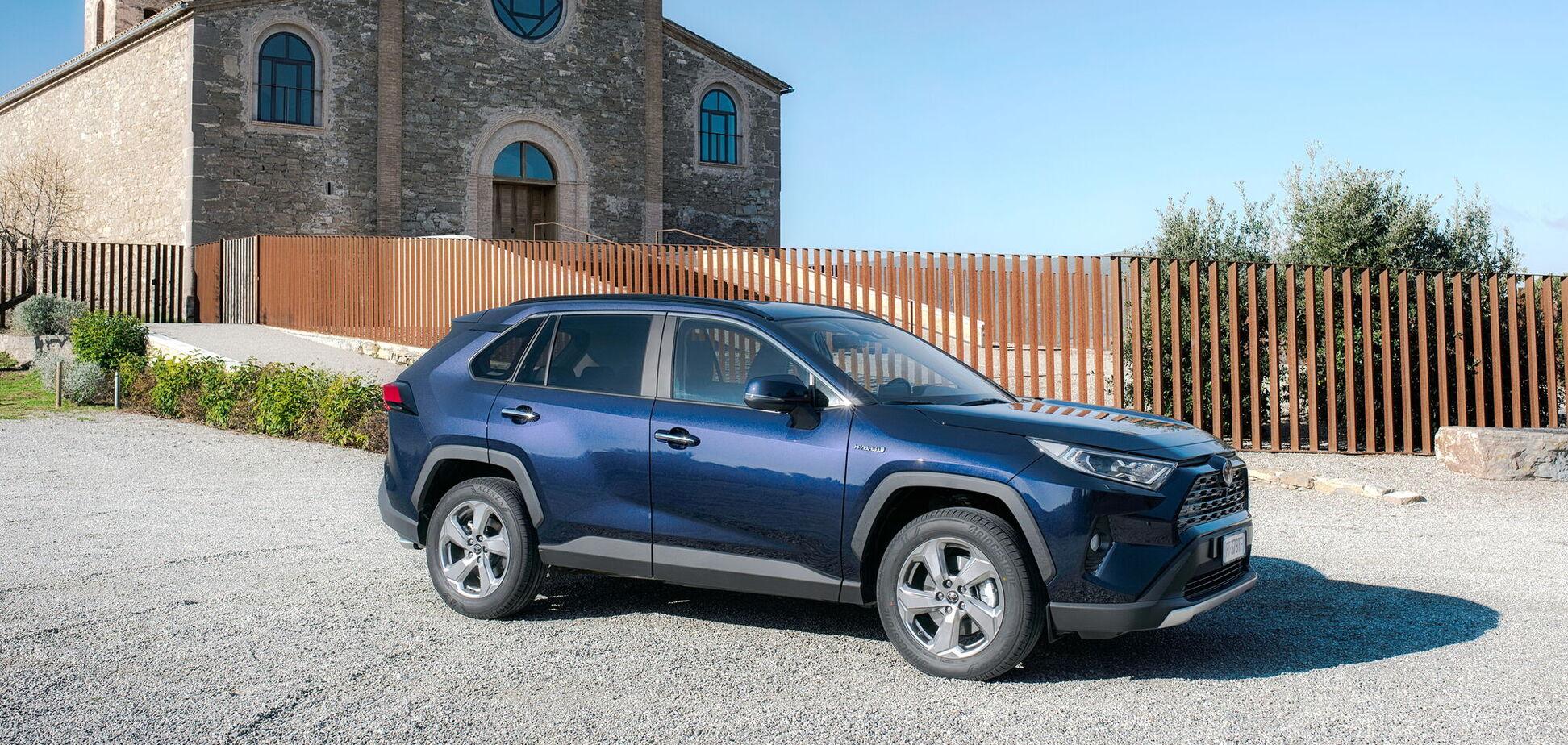 Українці стали купувати більше нових авто