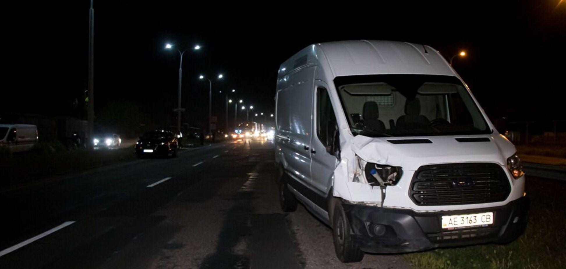 Под Днепром микроавтобус насмерть сбил двух человек