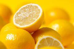 На тлі великих доз вітаміну С в нирках утворюються камені