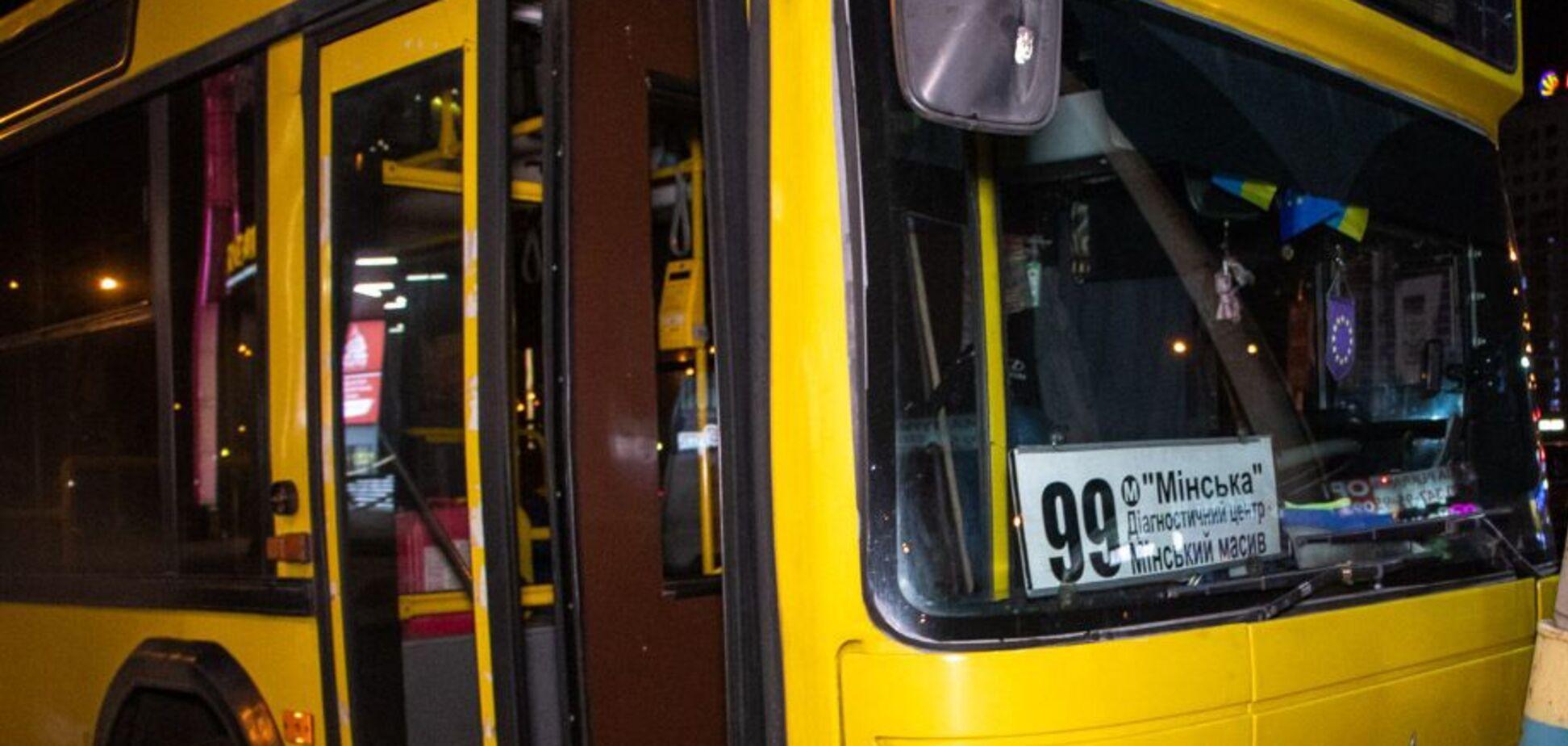 В Киеве образовалась огромная очередь на 99 автобус