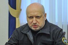Турчинов считает, что власть отвлекает внимание общества от ползучей капитуляции