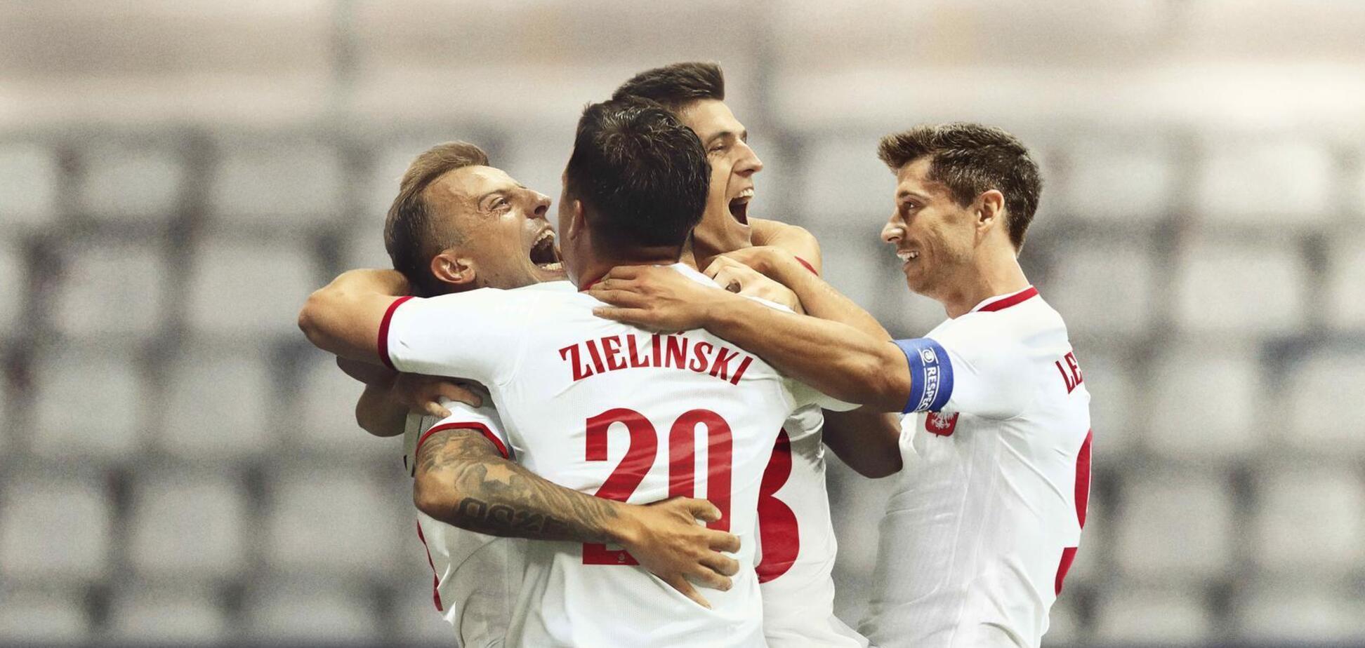 Футболісти збірної Польщі святкують гол