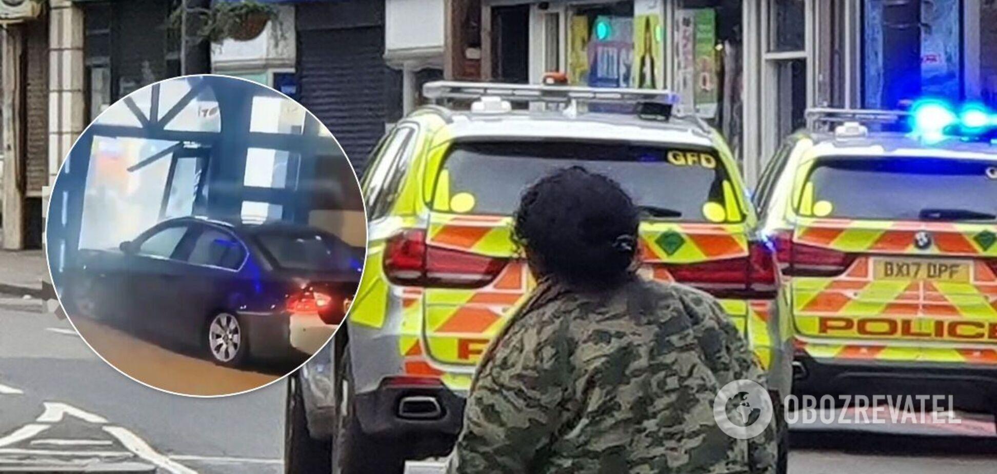 В Лондоне авто врезалось в полицейский участок