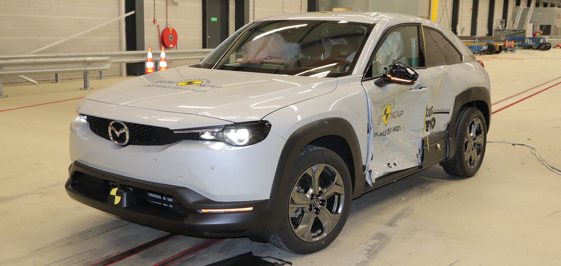 Mazda MX-30 и Honda Jazz получили 5 'звезд' за безопасность