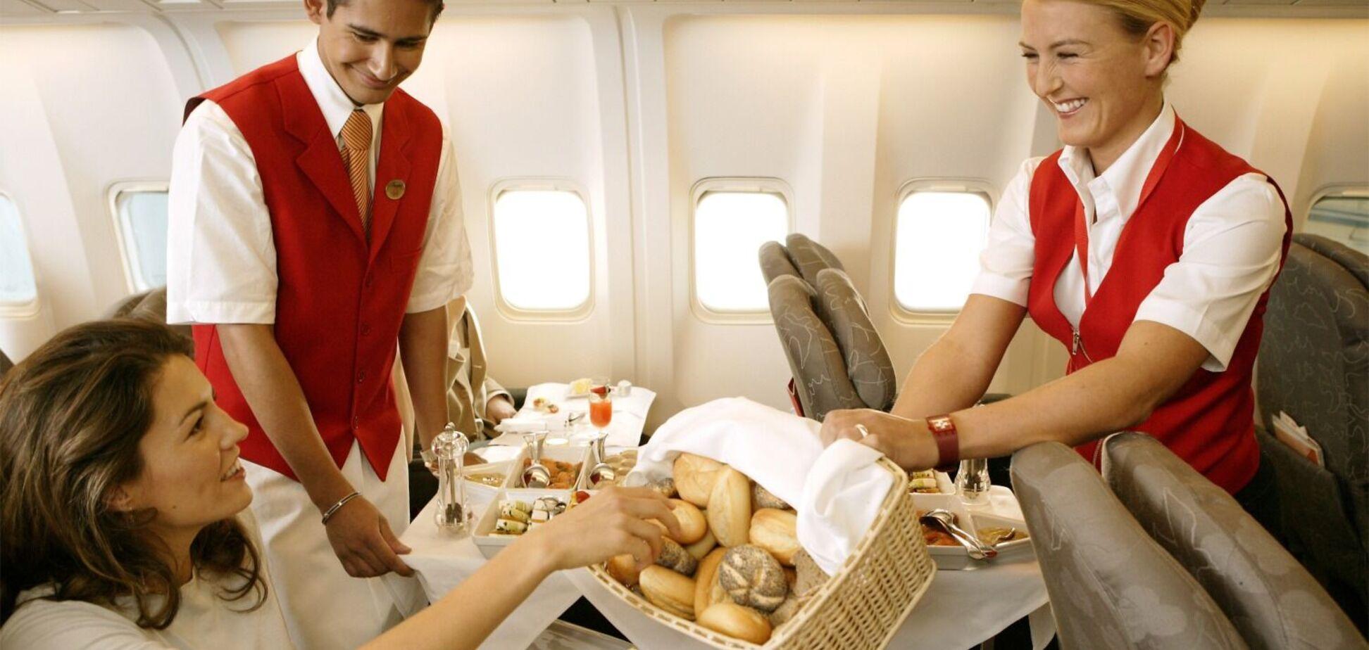 Їжа на борту літака підвищує ризик зараження COVID-19, – вчені