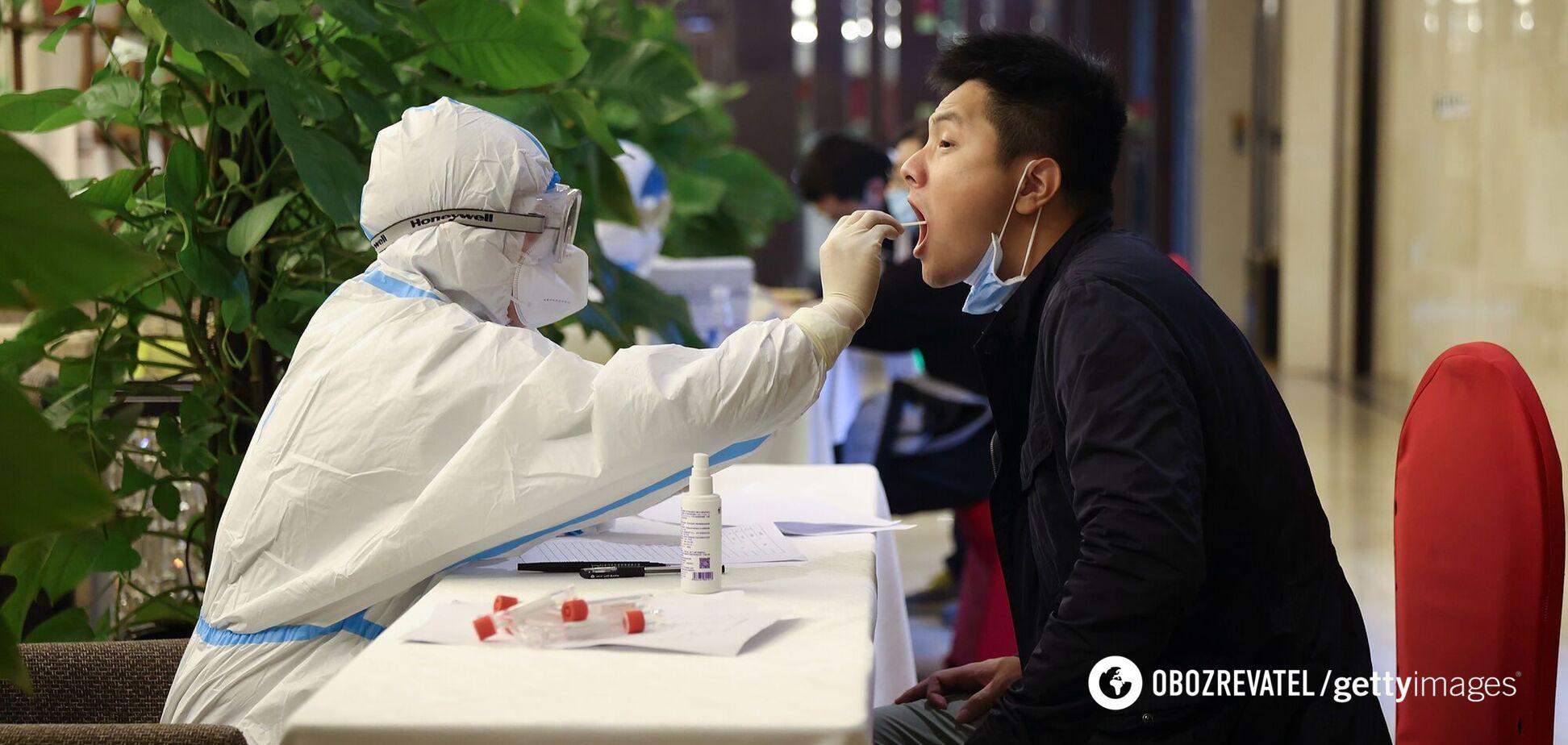 Китай масово тестує жителів на коронавірус в регіонах спалаху