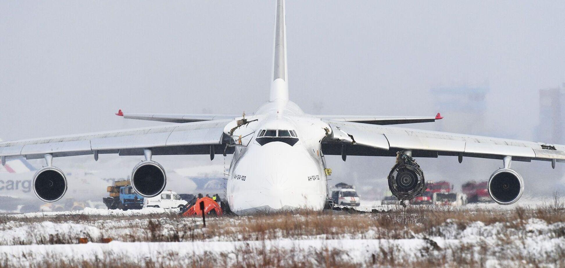 Літак 'Руслан' отримав пошкодження під час аварійної посадки в Новосибірську