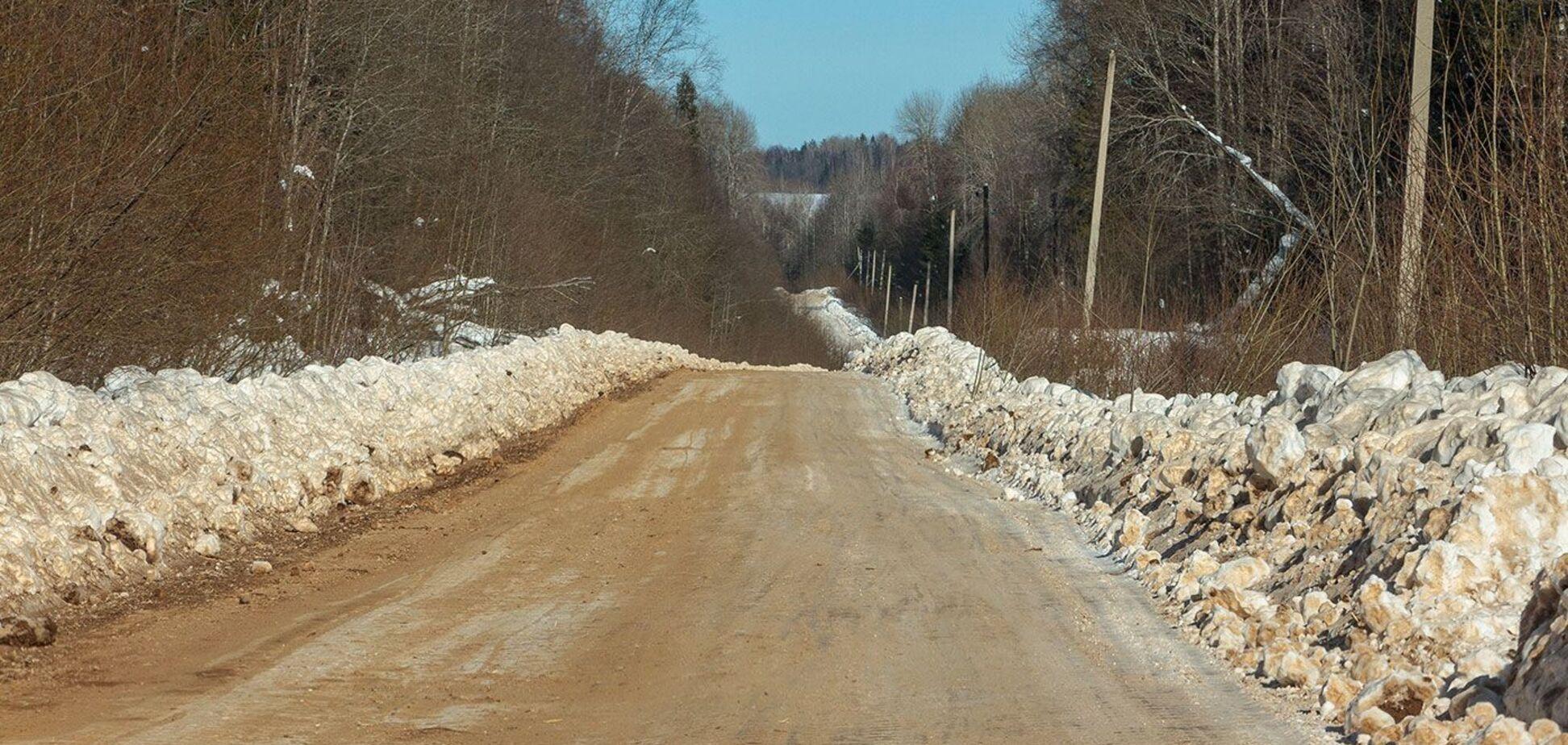 У РФ дорогу посипали людськими кістками
