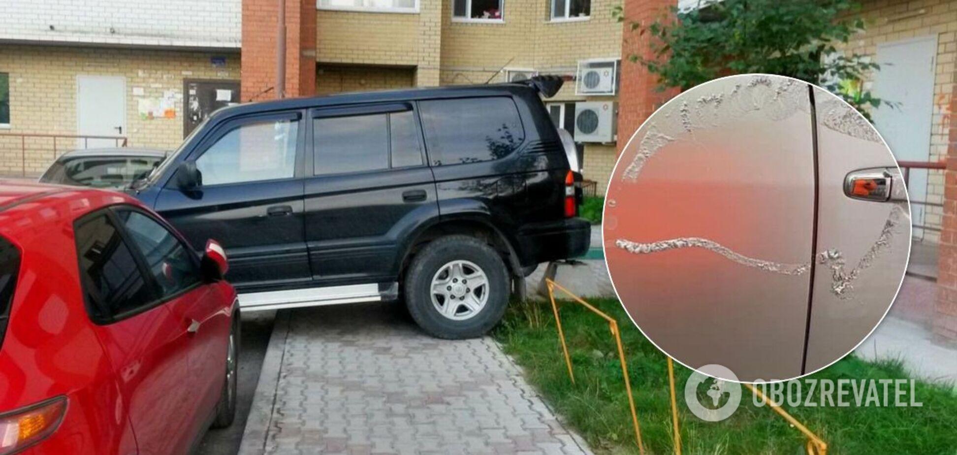 У Києві невідомі обливають кислотою машини: постраждала дитина