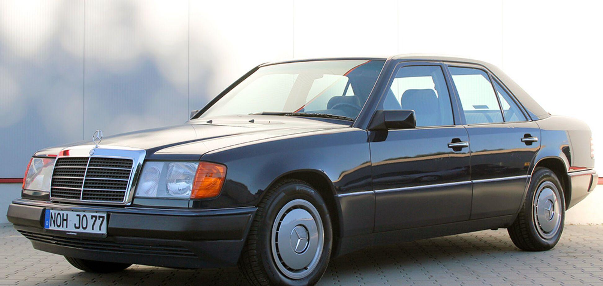 Коллекционный Mercedes W124 выставили на продажу по цене нового 'Логана'