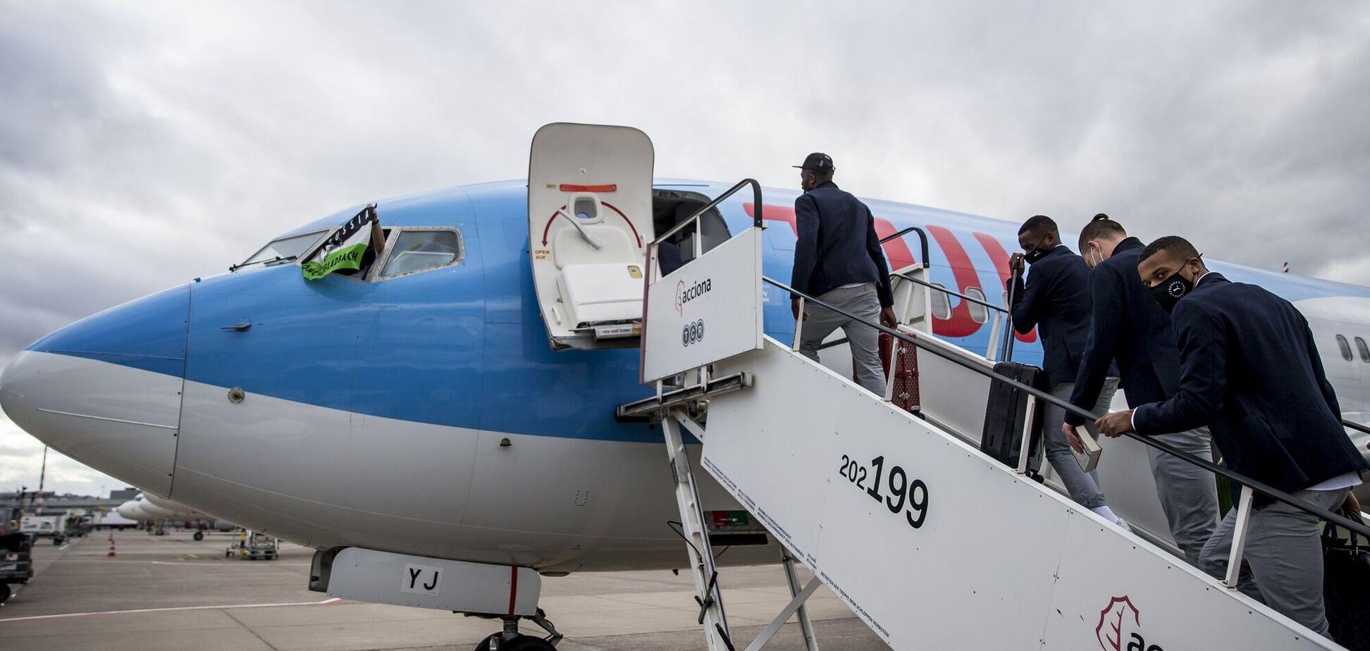 Гравці 'Борусії' М сідають у літак